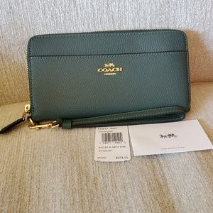 NEW! COACH Evergreen wristlet!! Great fall color!